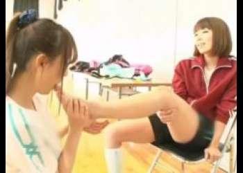 バレー部の先輩に目を付けられた美少女が足指を舐めさせられぺニバンで犯されるwww