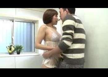 【近親相姦】父親の再婚相手に恋をした息子♡卑猥な妄想にふけシャワー室を覗いているとキスで迫られフェラ抜き口内射精