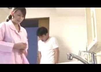 〈近親相姦〉お母さんで良かったら♡深夜洗濯機の中から母の下着を取り出してシコる息子!偶然遭遇した母に見られながら手に射精