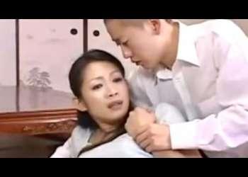 【近親相姦】おばさん、マンコ舐めさせてよぉ♡一つ屋根の下で二組の親子が性交して母親を交換して禁断の生ハメ