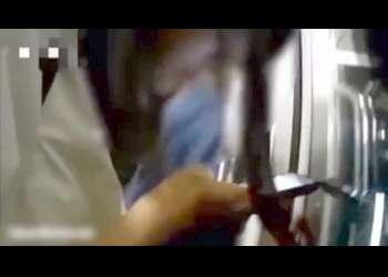 【個人撮影素人】女子高生に電車の中でパンツの中を痴漢。イヤホンしていていっぱい気持ちしてあげても反応がないマグロ女子高生。/ヤバイ個人流出