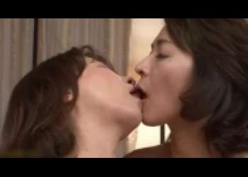 矢部寿恵・牧原れい子、美熟女レズキス・美魔女の濃厚接吻ベロチュー乳首舐め