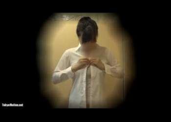 【盗撮】隠れ巨乳なJKが制服を脱いで着替える様子を隠し撮りして見事なおっぱいを見ちゃう!