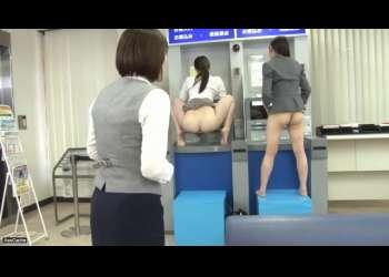 【検査】肛門認証システム導入の銀行のATMでアナルを御開帳して奥まで見られてしまう美人OL達!