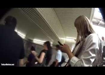 【盗撮】駅で見かけたカワイイJKを追跡してミニスカの中のパンチラをこっそり逆さ撮り!