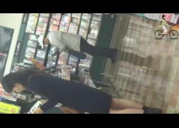 【盗撮】本屋にいた素人お姉さんが無防備だったのでこっそりパンチラを逆さ撮り!