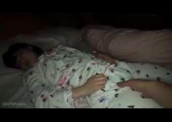 【夜這い】巨乳姉をエロい目で見るようになった弟は寝込みを襲って近親相姦で中出しレイプ!