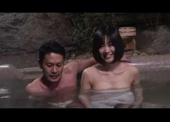 【NTR】温泉に一緒に来た素人巨乳彼女を寝取りに行く男はおっぱいを揉みながら生挿入!