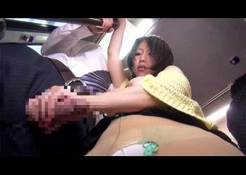 【星咲優菜】満員車内で人妻のボインが僕の体に密着!何度も子宮口をハイパーピストンされて大絶頂!