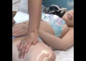【爆乳】ナンパしたビキニ娘にオイルマッサージ!彼氏いるのに寝取られて挿入されちゃった!!美巨乳のキレイなお姉さん!!