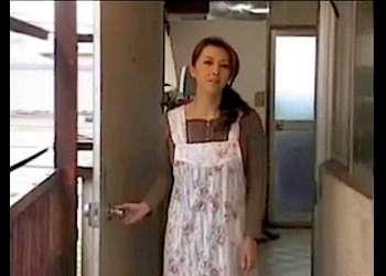 【風間ゆみ+花岡じった】ボインすぎて常に欲求不満な淫乱奥さま!隣の変態が窓からチンポを出します。