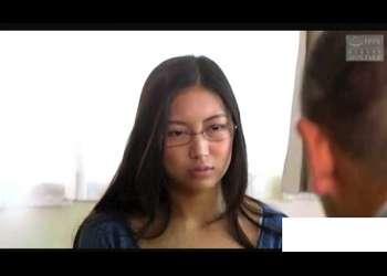 【ながえスタイル】メガネがよく似合う真面目奥さまの悲劇的体験です!旦那の同僚が襲って来ます。