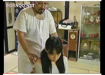【ヘンリー塚本+森山龍二】これは危険な異常性欲者の鬼畜な継父!可愛いロリータ美少女に手を出してしまいます。