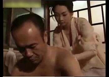 【ヘンリー塚本】本当に猥褻な昭和の田舎のお屋敷です!セクシー女中と新人女中の二人がセクハラを受けます。