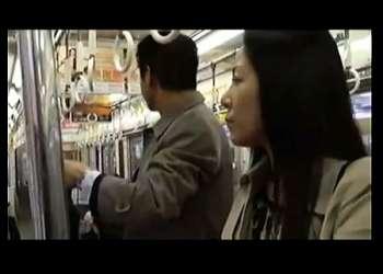 【浅倉彩音+小沢とおる】学校では真面目な美人教師だが実は淫乱なオメコ女!バスの中で同僚に淫語を吐きラブホテルに行きます。