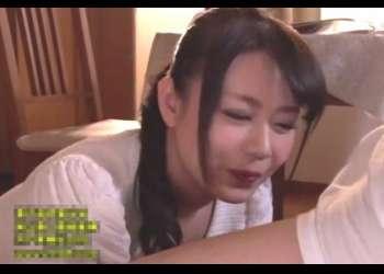 三浦恵理子 美巨乳熟女が近所の学生の肉棒を手コキやフェラチオする