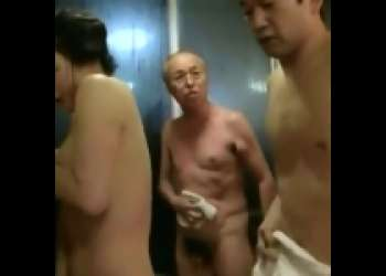 [成澤ひなみ×滝本]義理の弟と温泉でSEX⇒脱衣所でもSEX⇒年寄りに一喝される