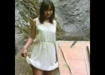 [山下真耶×染島貢]絵描きが美巨乳少女を川でワンピース着せたままSEX