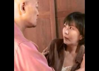 [円城ひとみ×染島貢]未亡人の弟の嫁を気遣うふりして上がり込み無理矢理SEX an01