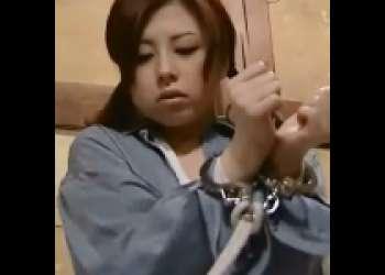 [白鳥るり×花岡じった]放浪していた少女を拾って屋根裏でSEX⇒そのまま手首縛って監禁 an01