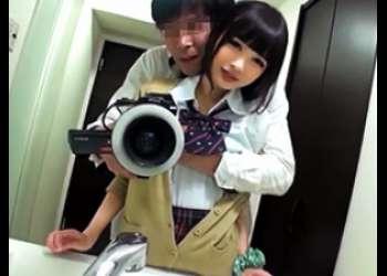 【個人撮影】神レベルに可愛い美少女JKのハメ撮り映像が流出してる件…
