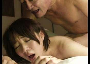 【ヘンリー塚本】女の性を刺激され股間をグッショリ濡らす巨乳熟女!絶倫夫の激ピストンで乳爆揺れ&お腹に凄まじい量の射精!
