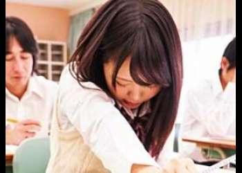 学園のアイドル美少女JKを授業中にリモコンバイブでエロ悪戯★黒パンスト破き手マン&激しい電マ責めで連続イキ絶頂!