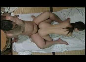 【ヘンリー塚本・陽田まり】義父の性的いたずらで感じちゃう女の子