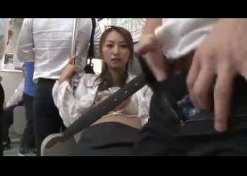 【青木玲】電車の中で痴漢されている所を生徒に盗撮され脅迫レイプされる女教師