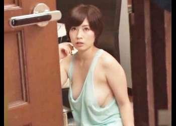 【奥田咲がノーブラで♥】タンクトップからはみ出しそうな巨乳を見せつける美痴女の柔乳を揉む妄想ばかりしてしまっていた!