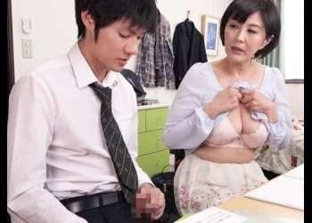 【円城ひとみのおっぱいが♥】押し付けてきた熟女先生の巨乳に股間が膨らんでしまいセンズリを手伝ってもらった!