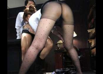 【蛯原さくら】ミニスカ美痴女OLの黒パンストのエロさに興奮し美脚を舐め回したら勃起した肉棒を足コキされ網タイツの快感に射精した!