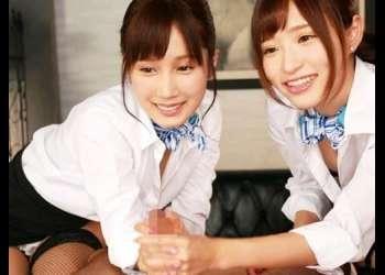 【小島みなみと天使もえのおもてなし♥】ダブルハンドで肉棒を掴み交互フェラしてきた美少女2人に堪能!