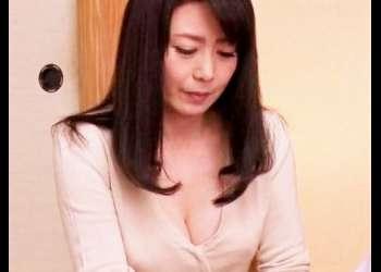 【三浦恵理子が肉体で♥】性に悩む息子に全裸になってSEXを教える巨乳母が巨根にまたがり本気になった!