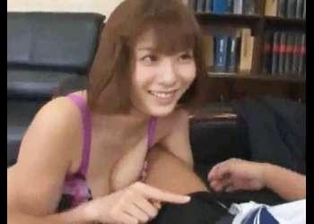【麻美ゆまの生着替えに♥】ランジェリーを試着する巨乳美女にチ〇ポが勃起してるのがバレてしまいパンツを脱がされた!