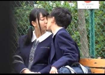 『男女交際は退学処分だよ』公園で見つけた進学校の中学生カップルを脅して彼女を男の前で寝取る!