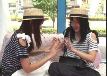 【マジックミラー号】『もっと仲良くなる方法教えます。』街行く双子コーデ女子がノンケなのに初めてのレズ体験!