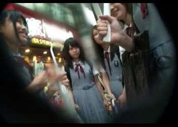 自由時間中の山口県の修学旅行生に初めてのチンポ鑑賞&電マ体験をさせた反応がこちらwww