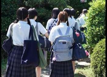 『先生、セックス教えて!』女子校の修学旅行でちょっとだけ大胆になった女子生徒に迫られて勃起が止まらす…