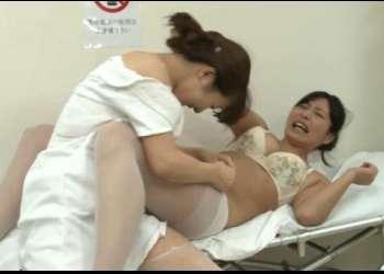 【レズバトル】院長夫人の座を狙う看護師同士がお互いの服を脱がせ合って凌辱し合うキャットファイトwwww