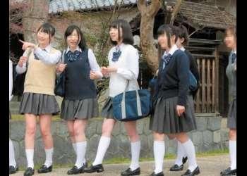 この後、この女子高生たちが修学旅行先の旅館の温泉でレイプ集団に襲われてしまいます…