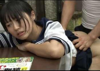 ターゲットは本屋で参考書を探してるガリ勉女子校生!抵抗も出来ない大人しい少女に即ハメ中出しレイプ!!!!
