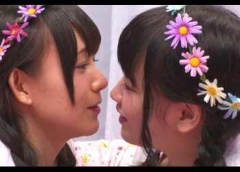 【素人ナンパ】『もっと仲良くなりませんか?』街で声をかけた双子コーデ女子がマジ友達同士で初めてのレズ体験!!!!