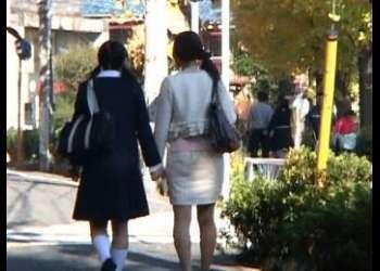 【親子丼】入学式から手をつないで帰る母娘を狙った鬼畜レイプ映像