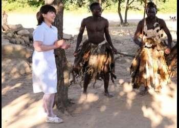 【ドキュメント】日本の看護師(41歳)がアフリカの童貞を救うために原住民に筆おろしボランティア!