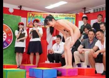 処女の新人女子社員も強制参加!男性ユーザーを招待して開催された恥ずかしいマスだらけの人生ゲーム大会