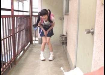 【閲覧注意】『いや!お股がおかしくなる!』近所の女子小学生に7日間溜め込んだ精子をドクドクと流し込んだロリコンの犯行映像