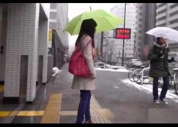 【鬼畜中出し】人気の無い雪の日に一人歩くOLを狙ったガチレイプ映像