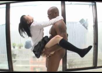 """『いやぁぁぁ""""!オカしくなる!』街行く高校生カップル限定!黒人の巨根で彼氏の前でガンイキさせられた彼女wwwww"""
