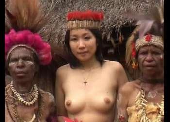 【海外出張企画】日本人の美女がパプアニューギニアの秘境集落にアポ無し突撃!現地の巨根青年を逆ナンパSEX交渉